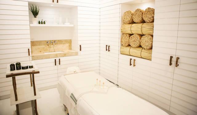 スパルームは2つ。こちらは藁をイメージしたスパ個室。