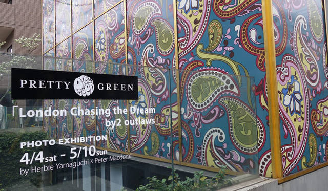 <strong>Pretty Green|プリティーグリーン</strong><br />青山本店で「London Chasing the Dream by 2 outlaws」by Herbie Yamaguchi × Peter Mcdonnell写真展を開催中