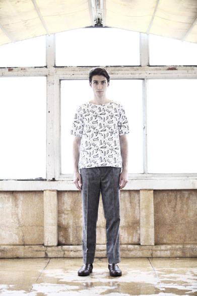 <strong>semoh|セモー</strong><br />布帛Tシャツ 2万1600円、パンツ 3万3480円、レザーシューズ  5万9400円