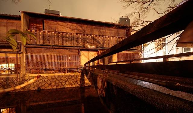 祇園新橋伝統的建造物(パスザバトン京都祇園店/2015夏OPEN予定)