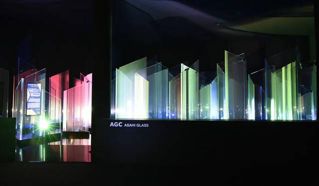 <strong>AGC旭硝子</strong><br />ミラノサローネ「GLACIER FORMATION ―AGCによる情報との新しい関係―」