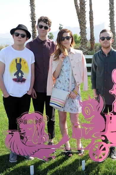 カリフォルニアを拠点とする、4人兄妹のポップバンド「ECHOSMITH(エコスミス)」は「コーチ・バックステージ」でパフォーマンスを披露した。</br></br>Photo credit: Getty Images