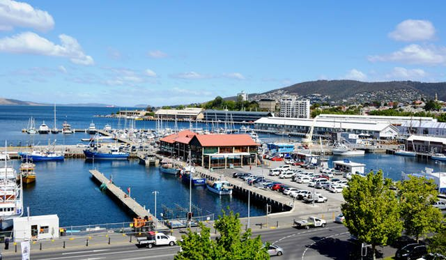 <br />タスマニア州ホバートの港町。宿泊したグランドチャンセラーの部屋からの眺望