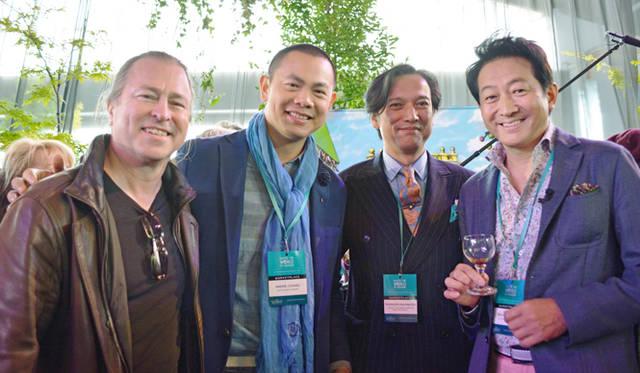 <br />左から今回のディナーを手がけるニール・ペリー氏、シンガポールの名店「アンドレ」のアンドレ・チャン氏、コラムニスト中村孝則氏、そしてご存知、辰巳琢郎氏と贅沢な顔ぶれ