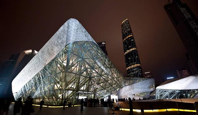 会場となったのは、建築家のザハ・ハディドが手がけたオペラハウス © MATHIEU RIDELLE