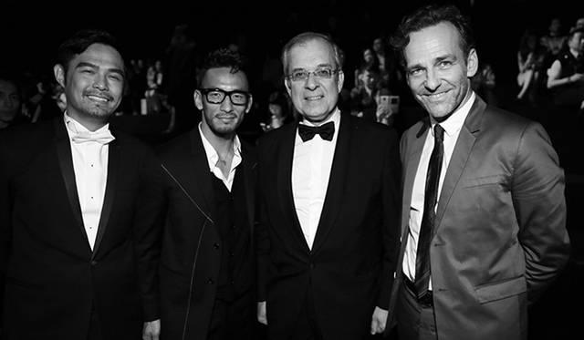 写真左から、『Eastwest magazine』の創立者/発行人のケヴィン・リー、中田英寿、在中フランス大使、モーリス グールドモンターニュ、ディオール チャイナのプレジデントを務めるルノー・ド・レスカン © SASKIA LAWAKS