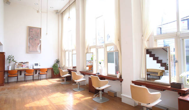<strong>enfleurage|アンフルラージュ</strong><br />サロン「アンフルラージュ 青山」アンフルラージュ 青山は、ワンランク上の美しさと、こだわりを求める大人のための美容室