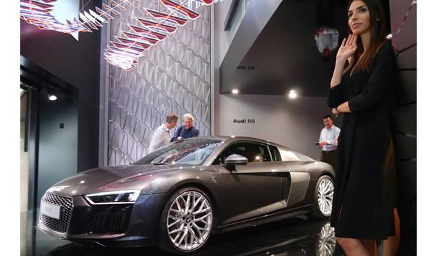 ミラノのモンテナポレーネではアウディ シティラブで、M・ワルデマイヤーのインスタレーションが、新型R8とともに飾られていた