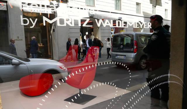 ショーウィンドウにはモリッツ・ワルデマイヤーの名が大きく掲げられている