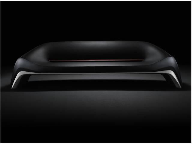 アルミニウムのベースと艶を抑えたレザーとの組み合わせが美しいソファ