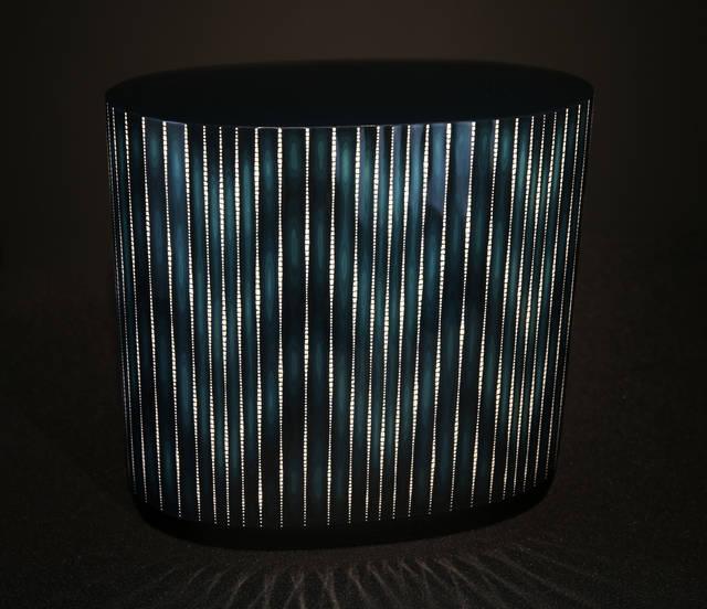 会場では魂動デザインのコラボレーションアートとして、漆器で知られる広島の7代目金城一国斎の「白糸の滝」(水・光・風といった自然の営みを表現)を展示