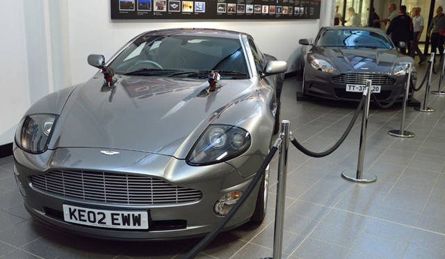『007』仕様もふくめ、黎明期からのエポックなモデルが展示される