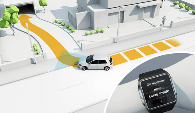 VWは今後、一連の駐車作業をクルマに記憶させることで、ドライバーはクルマから離れても、リモートコントロールデバイスやスマートフォンなどで確認しながら入出庫させる技術の確立を目指すとしている