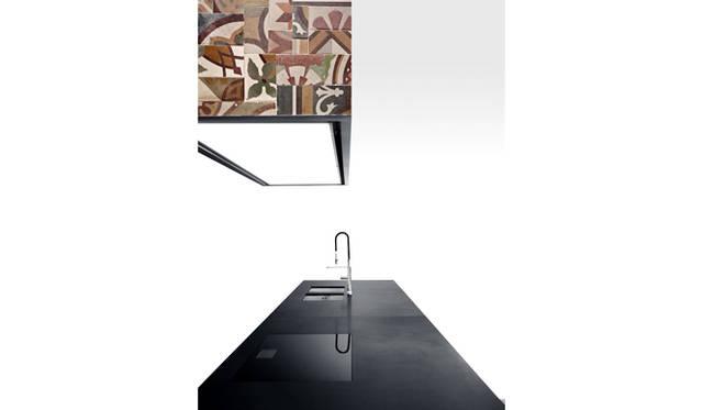 レンジフード「Tile 」by Piero Lissoni(2015)<br>キッチンキッチン「K14 」by Norbert Wangen(2007)