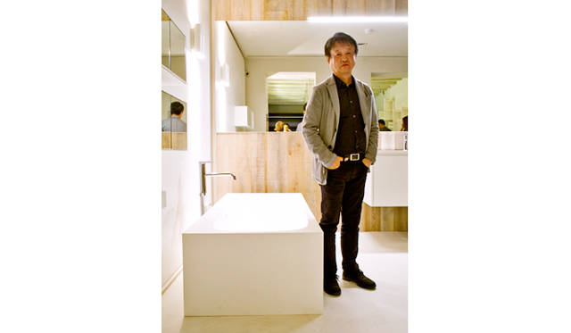会場を訪れたデザイナーの深澤直人氏