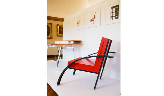 ミラノ市近代美術館 モルテーニ 展示室10<br> オフィスシステム|MDF System by Michele De Lucchi / 2005<br> プロトタイプ椅子|Parigi by Aldo Rossi / 1989<br>