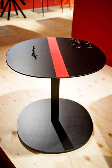 ラウンドテーブル「SERRA Round Table(セラ ラウンド テーブル)」by Victor Carrasco
