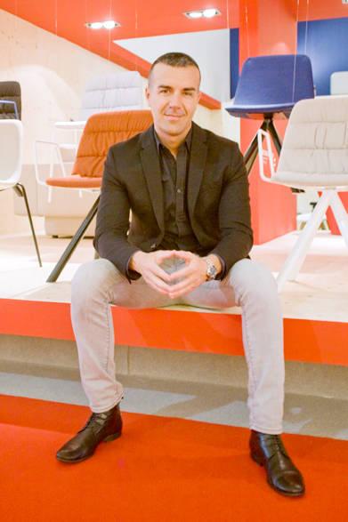 ヴィッカルベ創業者でCEO兼デザイナーのVictor Carrasco(ビクター・カラスコ)氏。チェア「MAARTEN(マーティン)」by Victor Carrasco