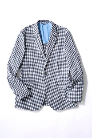 <strong>LANVIN en Bleu|ランバン オン ブルー</strong><br><br>  クールマックス機能を備えたシアサッカー素材のジャケットは、阪急メンズ東京限定モデル。襟裏のメッシュ仕様が涼しい見た目を、ダブルダーツがシャープな見た目を演出。製品洗いによるこなれた着心地だけでなく、見た目も涼やかな印象に。 <br><br> ジャケット3万9960円 [阪急メンズ限定](ランバン オン ブルー/阪急メンズ東京 6階)