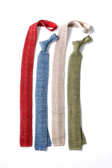 "<strong>The Tie|ザ タイ</strong><br><br>  クールビズといえど、ネクタイは外せないという方におすすめしたいのが、ニットタイ。""トレンドを踏まえた高品質""をリーズナブルに提供する「ザ タイ」のシルク×リネンのニットタイなら、落ち着いた色味なのでクラス感を損なうことなく涼しげなお洒落を楽しめる。 <br><br> タイ各9720円 [阪急メンズ限定](ザ タイ|阪急メンズ東京 地下1階/阪急メンズ大阪 1階)"