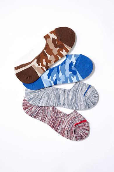 <strong>2D'est|ドゥデスト</strong><br><br>  いまや夏のファッションに欠かせないアイテムとなったシューズインソックスは、無地だけではなくこんな遊びのきいた色柄をもっておくと、トレンド感のある装いに。靴を脱いでちらっと見えると、遊び心として相手に伝わるというメリットも。 <br><br> シューズインソックス1080円 [阪急メンズ限定](ドゥデスト|阪急メンズ東京 地下1階/阪急メンズ大阪 地下1階)