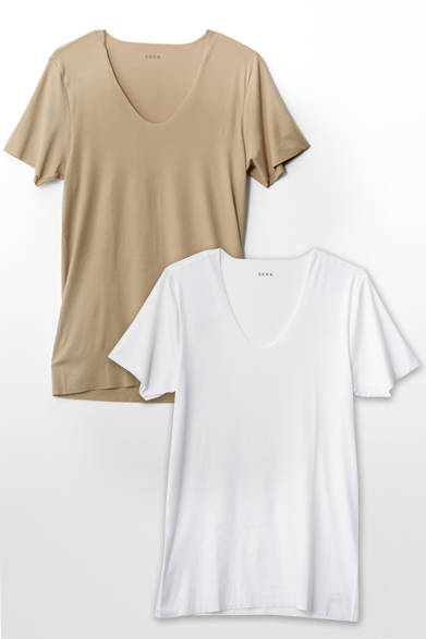 <strong>SEEK|シーク</strong><br><br>  クールビズ用に開発された「BIZ POLO INNER(ビズ ポロ インナー)」は、強撚糸により真夏でも快適に過ごせるドライタッチ、抗菌、消臭効果を付加。シャツの下に着ても透けにくく、ポロシャツからはみ出ない短めの袖など、お洒落とクールビズを両立する心強い味方。 <br><br> トップスインナー3024円(シーク|阪急メンズ東京 地下1階/阪急メンズ大阪 地下1階)