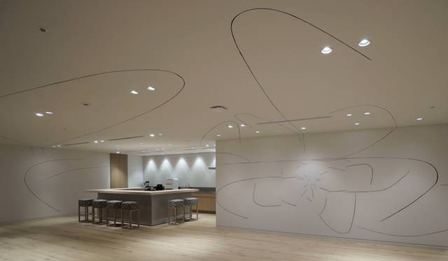 『seventeen lines』2013 Installation view at Cultural Convenience Club/Head Office Photo: 早川宏一