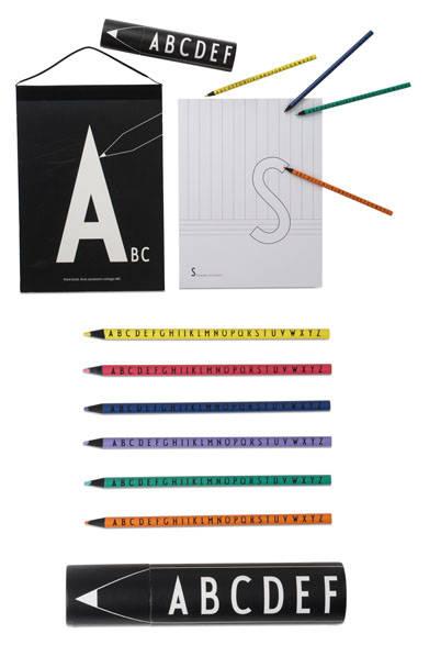 <strong>DESIGN LETTERS|デザインレターズ</strong><br />「デザインレターズ」キッズシリーズ 上/ペイントブック A4 3240円(29.7×21cm)、下/カラーペンシル 15色 3240円(D3.9×H19.5cm)