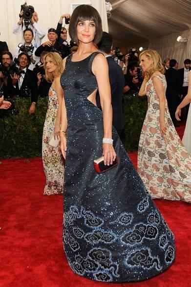 ドレス:ザックポーゼン<br /> クラッチ:ロジェ ヴィヴィエ