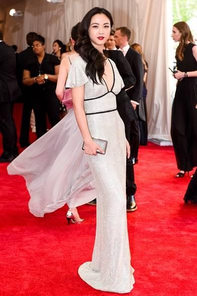 ドレス:バーバリー