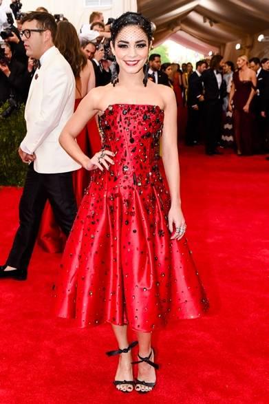 ドレス:H&M