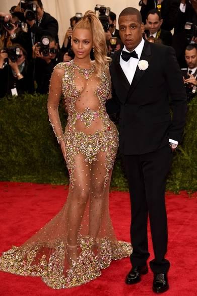 On Beyoncé<br /> ドレス:ジバンシィ バイ リカルド ティッシ<br /> On Jay Z<br /> タキシード:ジバンシィ バイ リカルド ティッシ