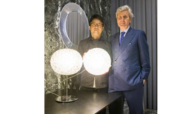 ランプ「PLANET(プラネット)」by Tokujin Yoshioka<br> デザイナーの吉岡徳人氏とカルテルのClaudio Luti(クラウディオ・ルティ)社長