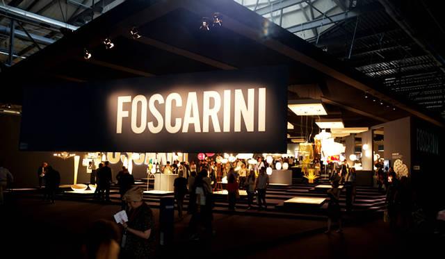 フォスカリーニの劇場型の巨大ブースには、吸い込まれるように多くのゲストが訪れた。ユーロルーチェでもっともにぎわいを見せたブランドのひとつだ