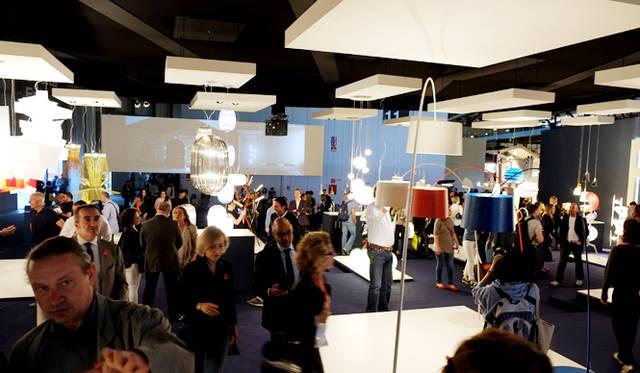 フォスカリーニの展示ブースは、つねに人が溢れていた
