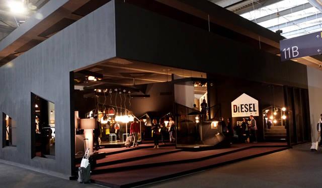 フォスカリーニとのコラボレーションも広く認知されるようになってきたディーゼルの展示ブース