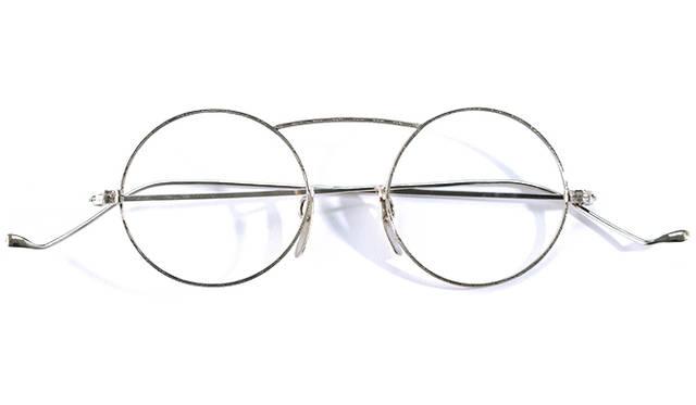<strong>1920's Art Craft Optical Co|アートクラフト・オプティカル</strong><br/> 「アートクラフト・オプティカル」社は、1918年にニューヨークのダウンタウン、Rochesterで設立された眼鏡メーカー。手作りで生まれるメガネフレームは当時の他社製品と比較しても高級品の部類とみなされていた。ヴィンテージ・アイウェアのコレクターのあいだでも人気の高いブランドで、クオリティのみならず、そのデザイン性も特筆すべき逸品。価格は問合せ (ソラックザーデ Tel. 03-3478-3345)