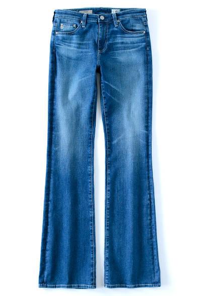 <strong>AG Jeans|エージージーンズ</strong><br><br> 自然な色落ちが魅力的なこのフレアジーンズ。ドットや花柄のブラウスを合わせて、フェミニンなレトロスタイルに。厚底のサンダルや黒いフレームめがねを小物でピックし、トレンドの70'sガールを上手に演出しよう。3万5640円 エージー ジャパン Tel. 03-3479-5260