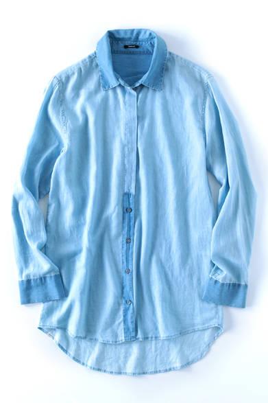 <strong>Denham|デンハム</strong><br><br>シャンブレー地で作り上げたこのシャツは、アムステルダム発のデニムブランド「デンハム」のもの。柔らかいな素材感とリラックスしたフォルムが抜群の着心地を与えてくれる。少し濃色のスキニーとマッチし、ラフな休日スタイルに。デンハム ジャパン 2万9592円 Tel. 03-3496-1086