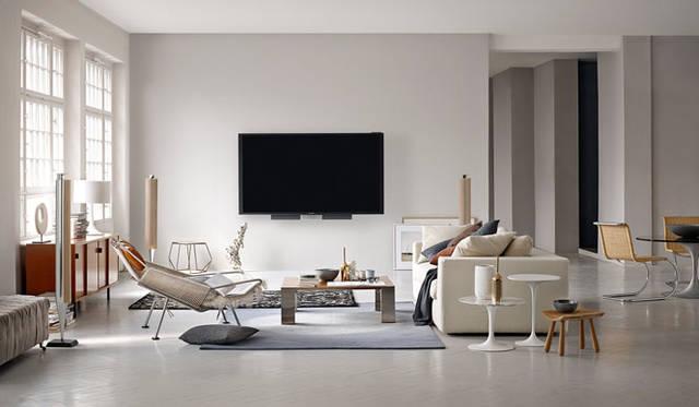 <strong>BANG & OLUFSEN|バング&オルフセン</strong><br />4Kテレビ「BeoVision Avant 85」。昨年10月末から発売されている85インチは、4Kによる卓越した高画質と、テレビの常識を超えた高音質を融合。インテリアの一部としても優雅に佇む、美しさと実力を兼ね備えている