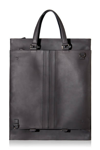"""<a href=""""/brand/tods""""><strong>TOD'S トッズ</strong></a><br />バッグを広げた状態。A3サイズの図面や書類を収納できる。"""