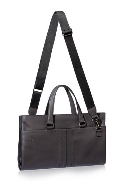 """<a href=""""/brand/tods""""><strong>TOD'S トッズ</strong></a><br />ストラップを付けるとショルダーバッグに。"""