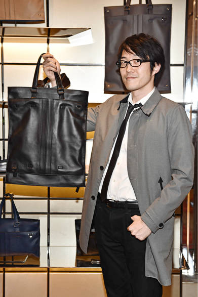 """<a href=""""/brand/tods""""><strong>TOD'S トッズ</strong></a><br />「nendo」のチーフデザイナー、佐藤オオキ氏。"""