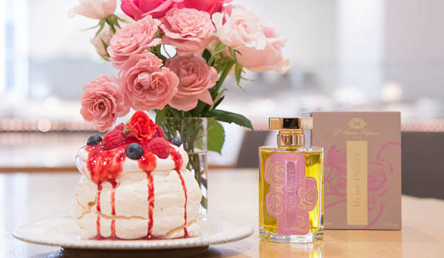<strong>L'Artisan Parfumeur|ラルチザン パフューム</strong><br />ラルチザン パフューム×ローズベーカリー 「ローズ プリヴェ」アフタヌーンティー