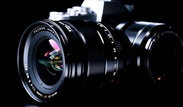 <strong>「フジノンレンズXF16mmF1.4 R WR」</strong> <br>2015年5月21日発売予定の単焦点レンズ。F値1.4の明るいレンズで、夜景をはじめ風景の撮影に適している。「X-T10」とあわせて旅行用に一本もっていたいレンズだ<br><br> <strong>富士フイルム FinePixサポートセンター</strong><br> Tel. 050-3786-1060<br /> http://fujifilm.jp/<br />