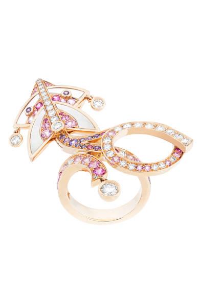 凧からのびるリボンをダイヤモンドとサファイヤで表現<br /><br />©Van Cleef & Arpels