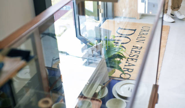 <strong>URBAN RESEARCH DOORS|アーバン リサーチ ドアーズ</strong><br />「URBAN RESEARCH DOORS(アーバン リサーチ ドアーズ)虎ノ門店」