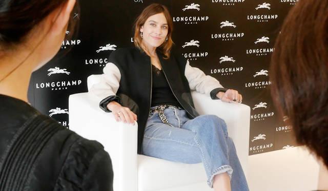 会見当日に彼女が来ていたのは、ロンシャンの秋冬コレクションのボンバージャケット