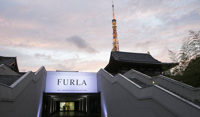 <strong>FURLA|フルラ</strong><br />2015-16秋冬コレクション展示会の会場となった東京・増上寺の光摂殿