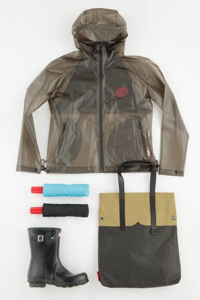 透け感のあるレインウエアやラバーコーティングされたバッグ、定番のレインシューズなど、いずれも実用性とお洒落感をあわせもっているのが「ハンター」の特徴。雨の日を楽しむためのパートナーとして所有しておきたい。 <br><br>  ブルゾン2万9160円、バッグ[W36.5×H44.5×D6cm]4万2120円、傘各6,480円、シューズ1万4040円/ハンター <br><br> <strong>< イベント情報 ></strong><br> ウェリントンブーツ(レインブーツ)が有名な英国のブランド「ハンター」。2014年秋冬からクリエーティブディレクターにアラスデア・ウィリスを迎え、ついにロンドンコレクションでデビュー。その注目のブランドが期間限定で登場する。 <br><br>  期間/6月10日(水)〜16日(火) <br>  場所/阪急メンズ大阪1階 イベントスペース <br><br>